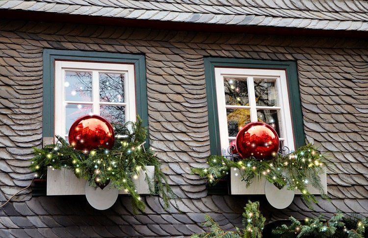 easy ways to hang Christmas lights around windows