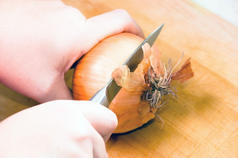 Cutting ends of onion