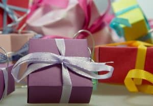 easy ways to curb Holiday expenses this year