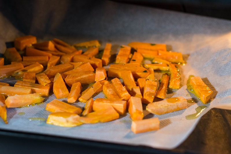 cooking cut sweet potato in the oven