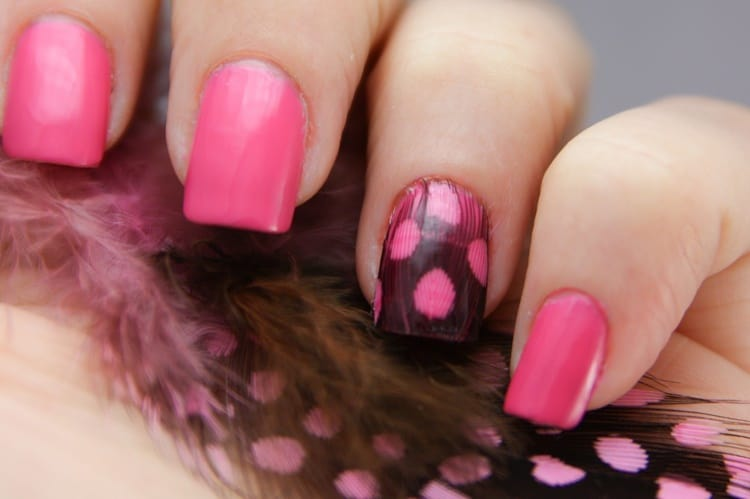 nail art with feathers- easy ways to decorate nails