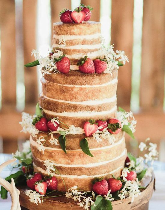easy ways to decorate a cake simply with berries, cream cheese or powdered sugar-rustic minimalist cake