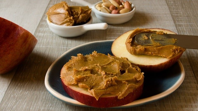 apples and peanut butter in breakfast