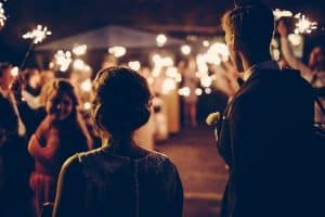 ways to entertain wedding guests
