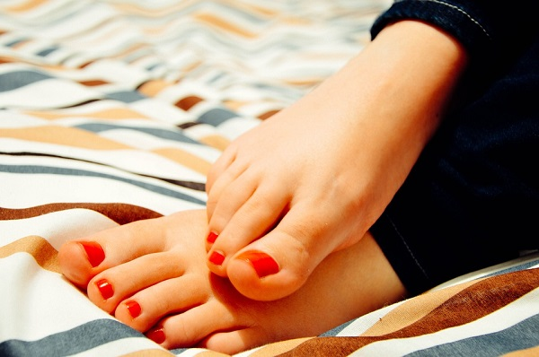 ways to get rid of cracked feet and heels
