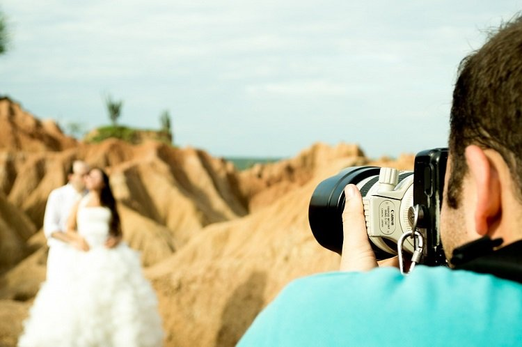 ways to save money on wedding photography